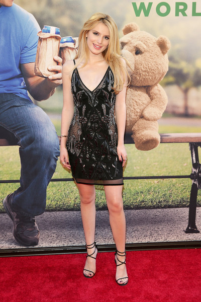 Bella Thorne Wears 20's Inspired Dress from Julien Macdonald 4