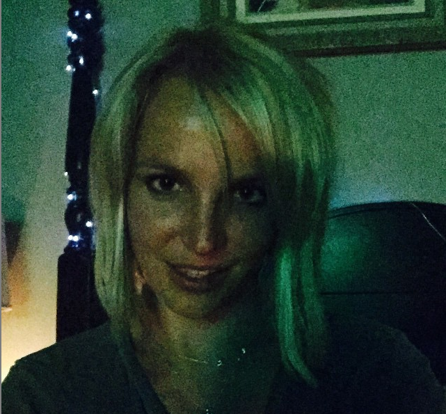 Britney Spears Joins Lob Hair Trend Posts Edgy New Look Via Instagram