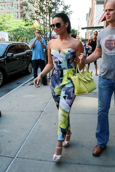 Demi Lovato Looks Summer Fab In Printed Floral Jumpsuit  4
