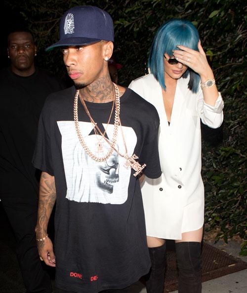 Kylie Jenner Rocks Blue Blunt Bang Bob4