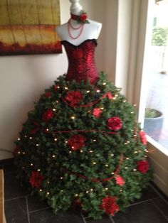 25 Christmas Tree Dress Form Ideas For Your Inner Fashionista ...