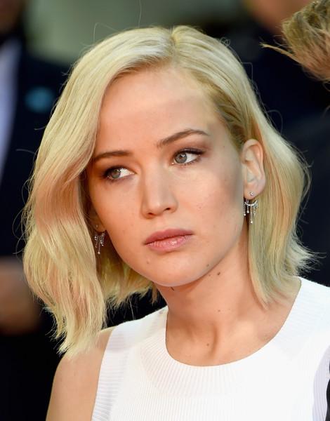 Jennifer Lawrence Goes Trendy With New Platinum Bob ...