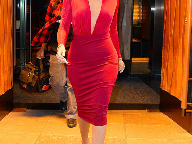 Celebrity Style - Khloe Kardashian  Stuns In Red