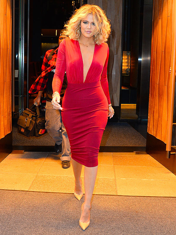 Celebrity Style - Khloe Kardashian Stuns In Red