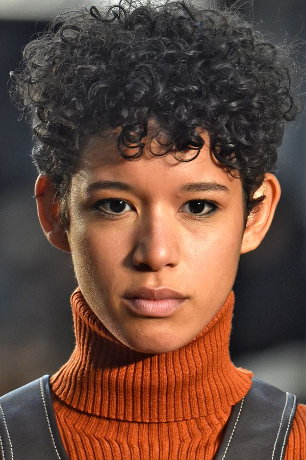 2016 Fall - Winter 2017 Hairstyles - Looks On The Runway 4