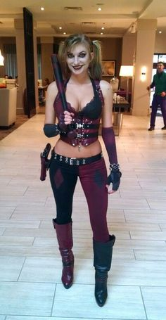 one-of-a-kind-best-diy-harley-quinn-from-suicide-squad-costume-cosplay-ideas-17