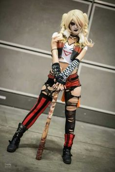 one-of-a-kind-best-diy-harley-quinn-from-suicide-squad-costume-cosplay-ideas-29