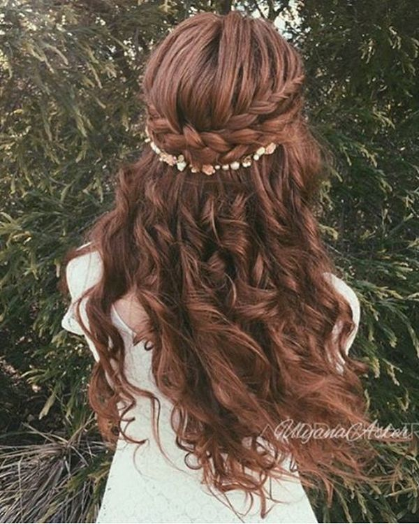 Ulyana-Aster-Long-Bridal-Hairstyles-for-Wedding_11