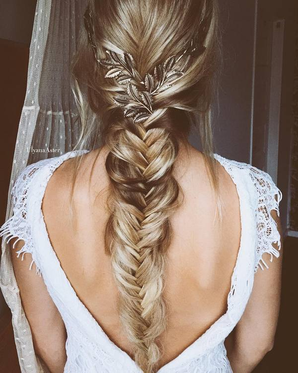 Ulyana-Aster-Long-Bridal-Hairstyles-for-Wedding_23