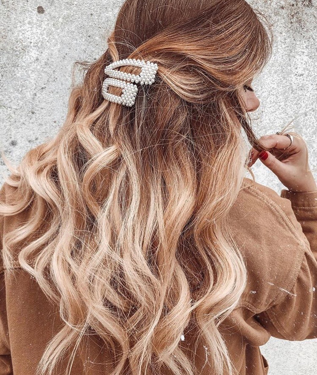Hair Clip Trend 2019: How To Rock Pearl Hair Clip Trend